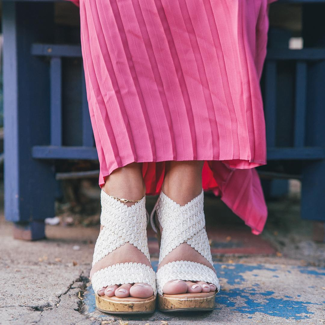 Pink pleated maxi on the blog today! LoveOliacom link onhellip